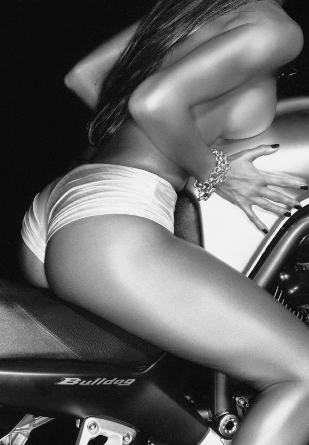 Mulheres de topless em moto, gostosa de topless, babes on bike with topless,gostosa de moto, woman motorcycle topless, woman bike topless, sexy on bike, sexy on motorcycle, babes on bike,ragazza in moto,donna calda in moto, femme chaude sur la moto, mujer caliente en motocicleta, chica en moto, heiße Frau auf dem Motorrad