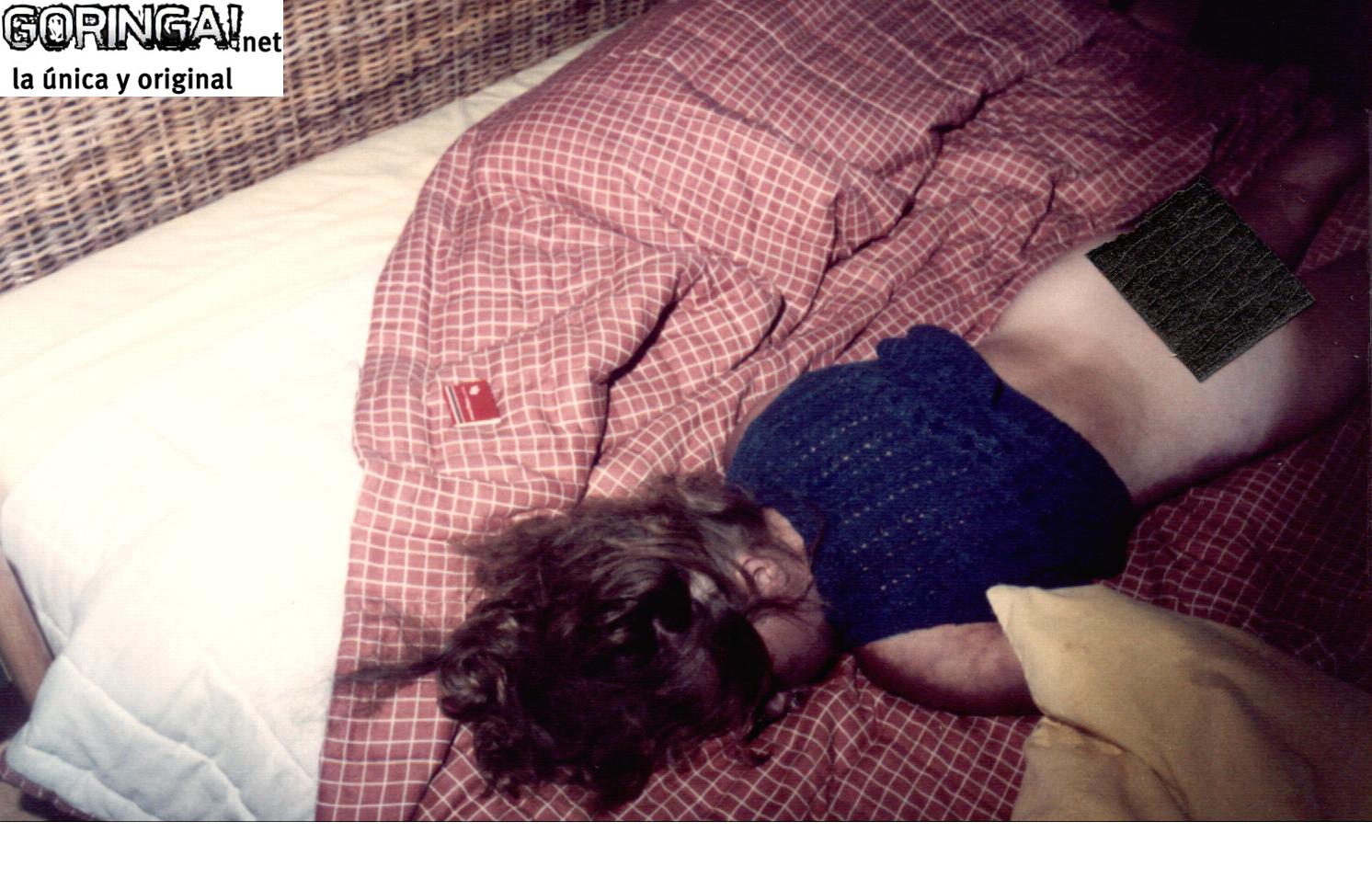 фотографии жестоко насилуют два мужика бабу во все щели