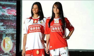 Tenues saison 2009/2010 - Page 3 Home-1032427